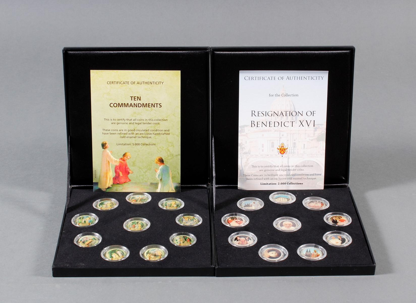 2 Sets kolorierte Münzen; Thema Religion