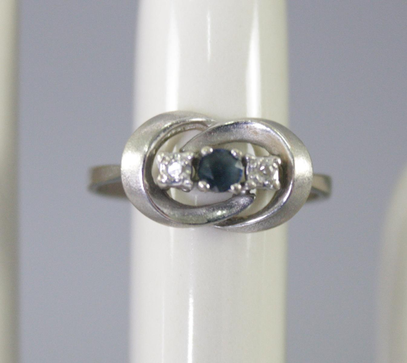 Damenring mit Saphir und Diamanten, 14 Karat Weißgold