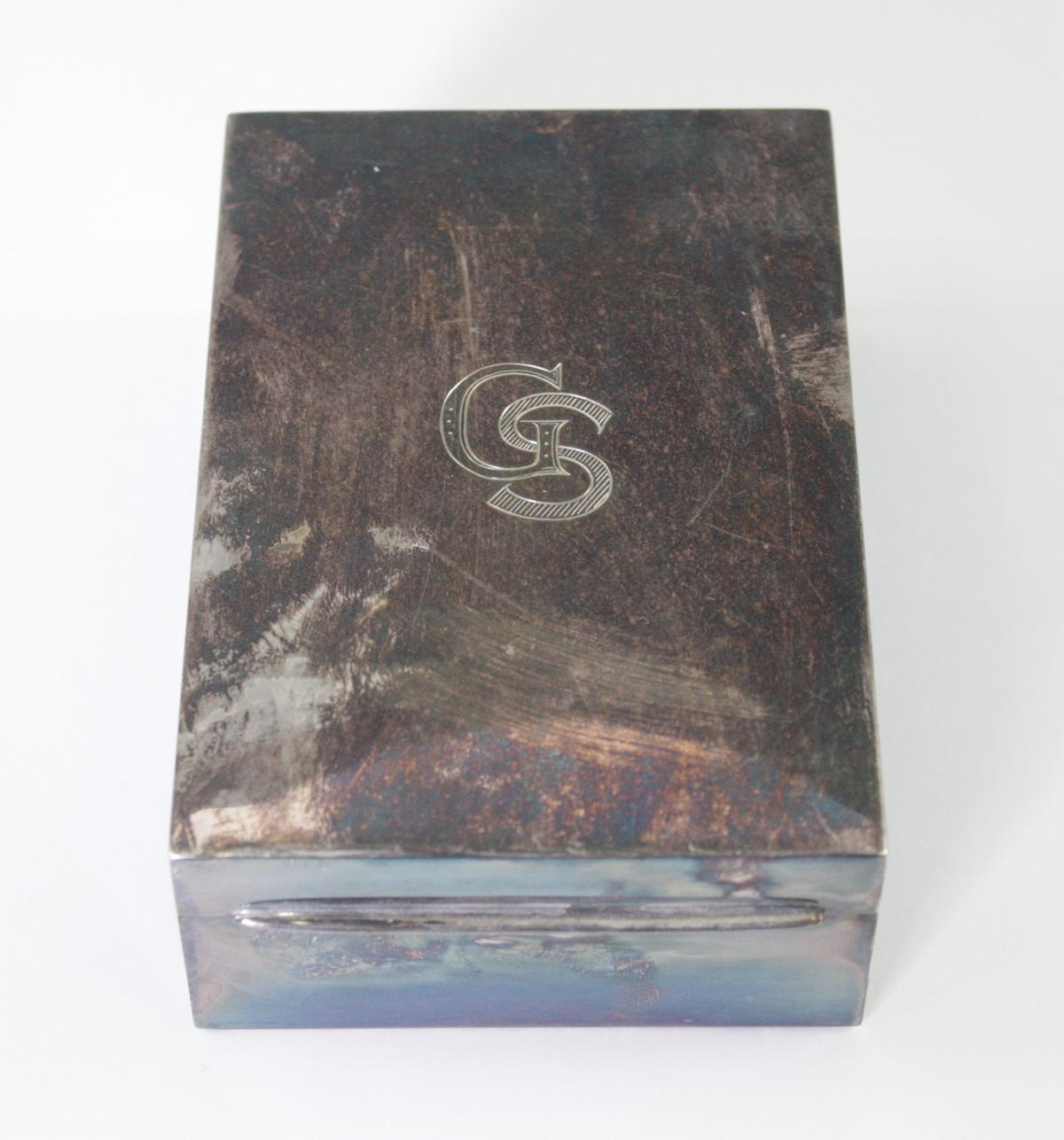 Silberne Deckeldose mit Monogramm GS, Zigarettendose