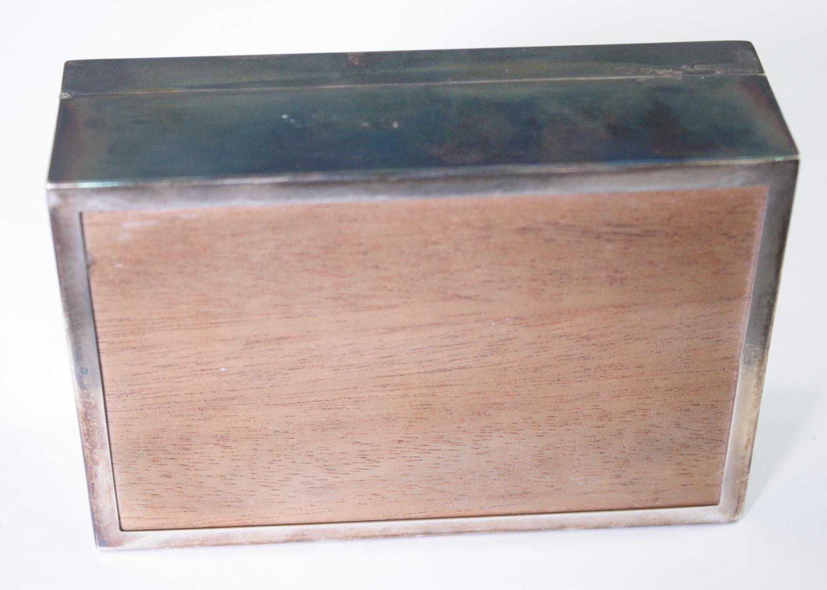 Silberne Deckeldose mit Monogramm GS, Zigarettendose-4