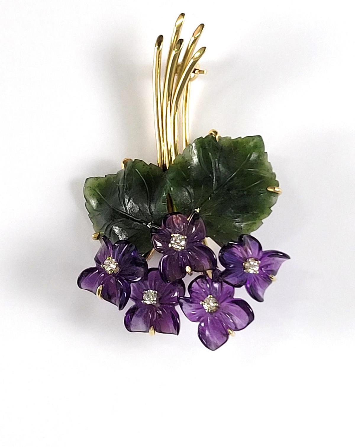 Veilchen-Brosche aus Amethyst, Diamanten und Jade, 14 Karat Gelbgold-2