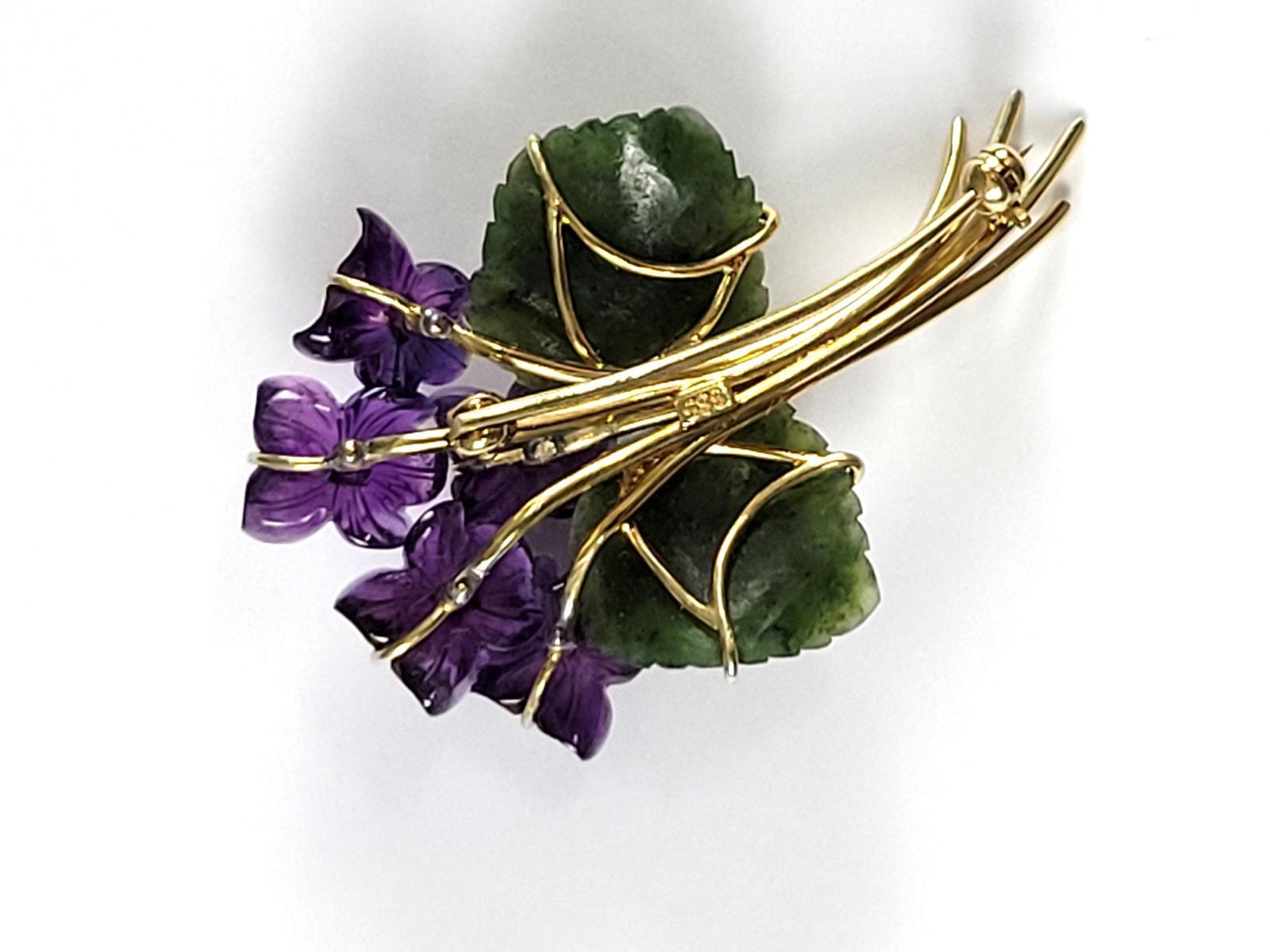 Veilchen-Brosche aus Amethyst, Diamanten und Jade, 14 Karat Gelbgold-3