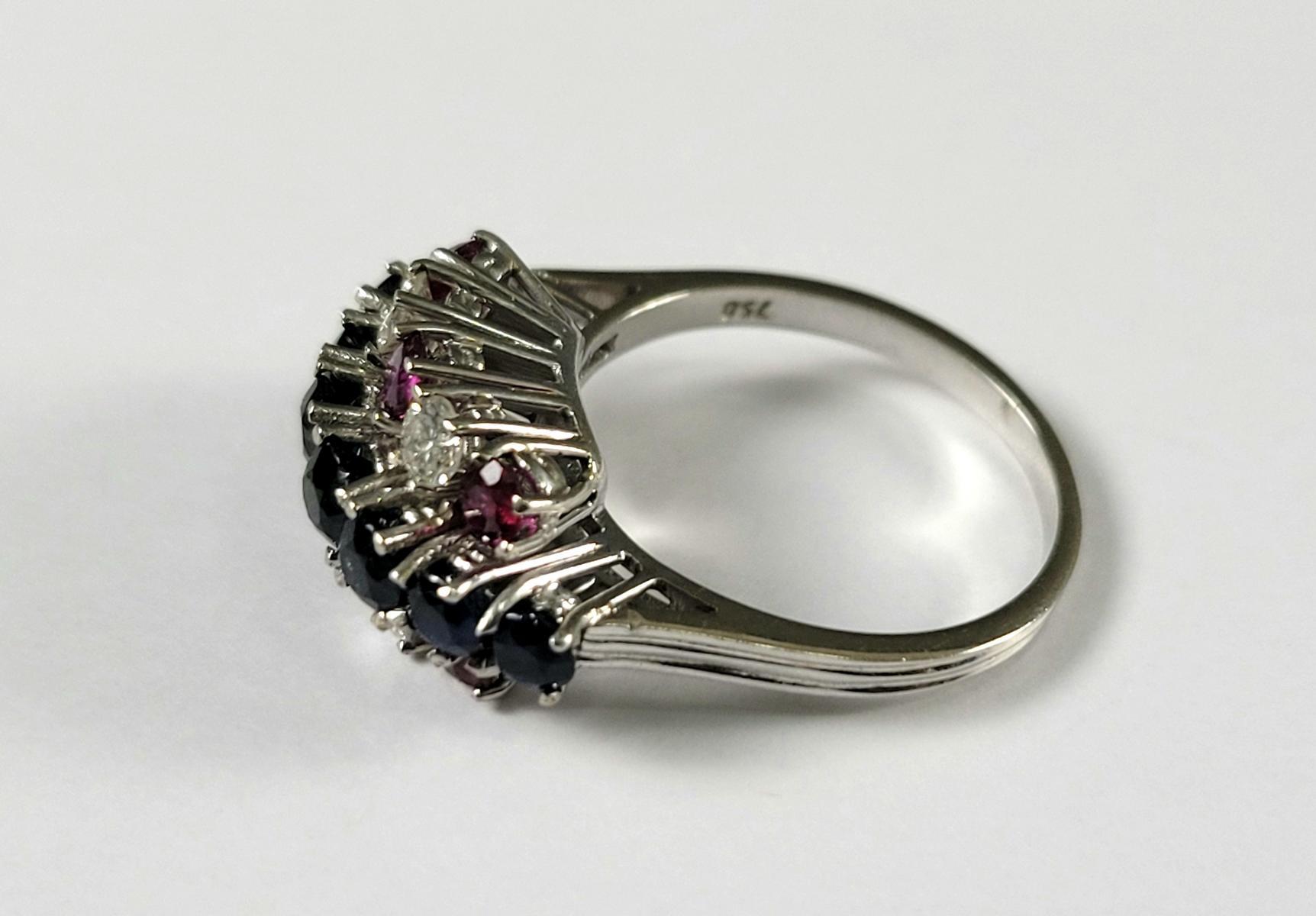 Damenring mit Saphiren, Diamanten und Rubinen, 18 Karat Weißgold-4