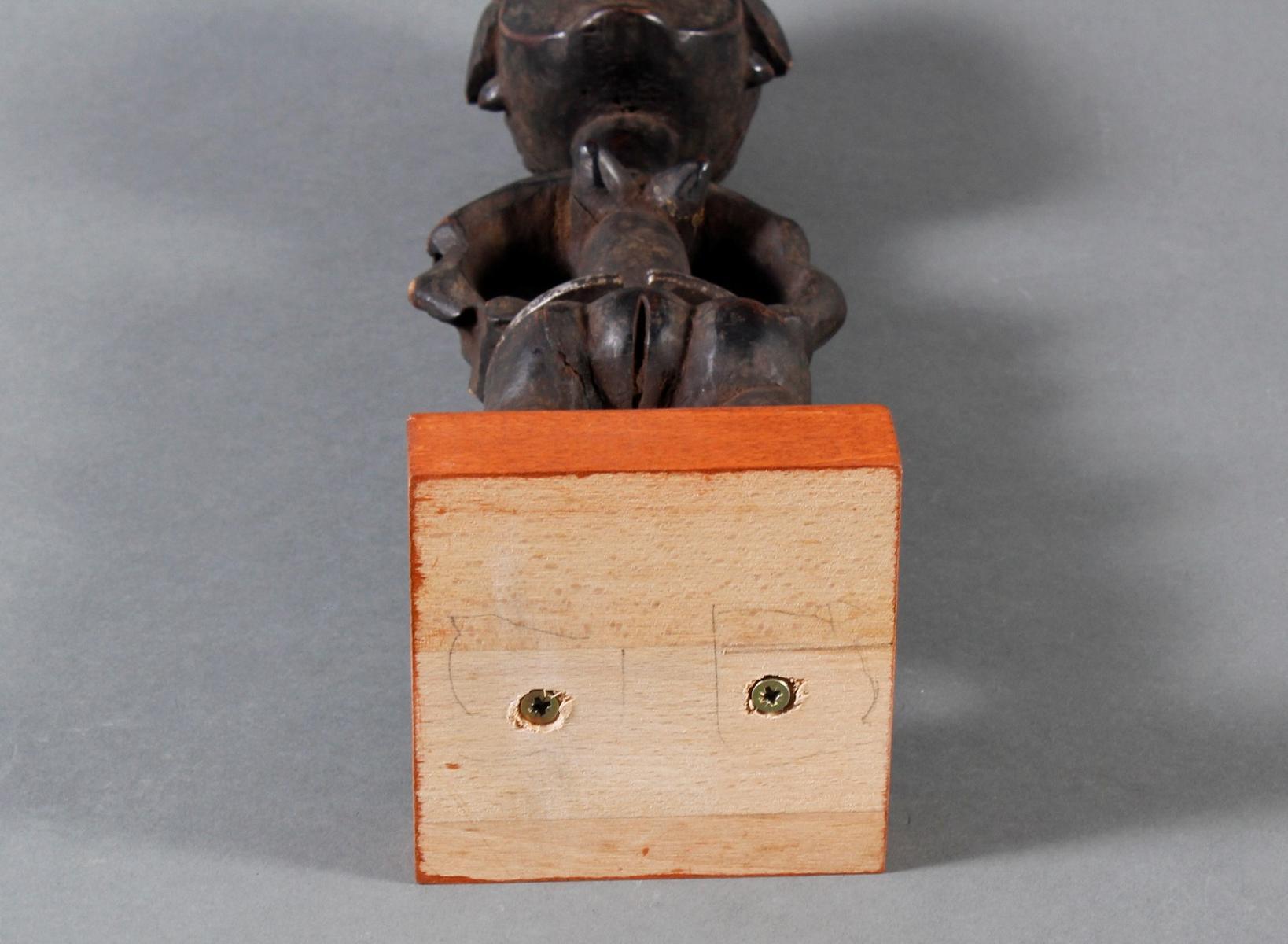 Seltene weibliche Ahnenskulpur der Azande, DR Kongo-6