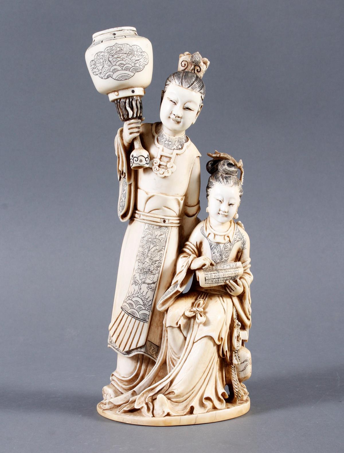 """Elfenbeinskulptur """"Hofdamen"""" detailreiche Schnitzerei, China 19. Jahrhundert"""
