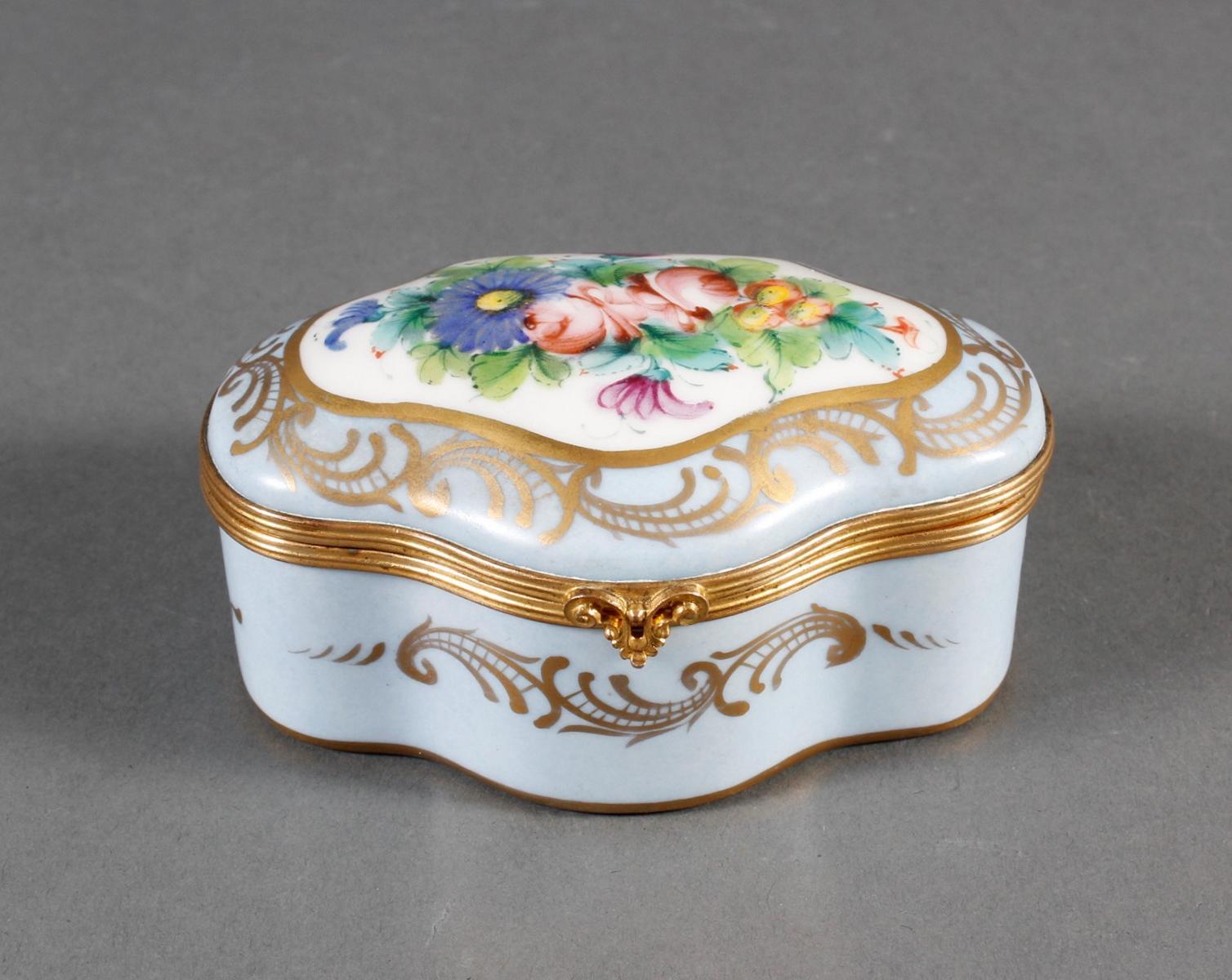 Limoges Frankreich, Handbemalte Porzellan-Pillendose, 1. Hälfte 20. Jahrhundert