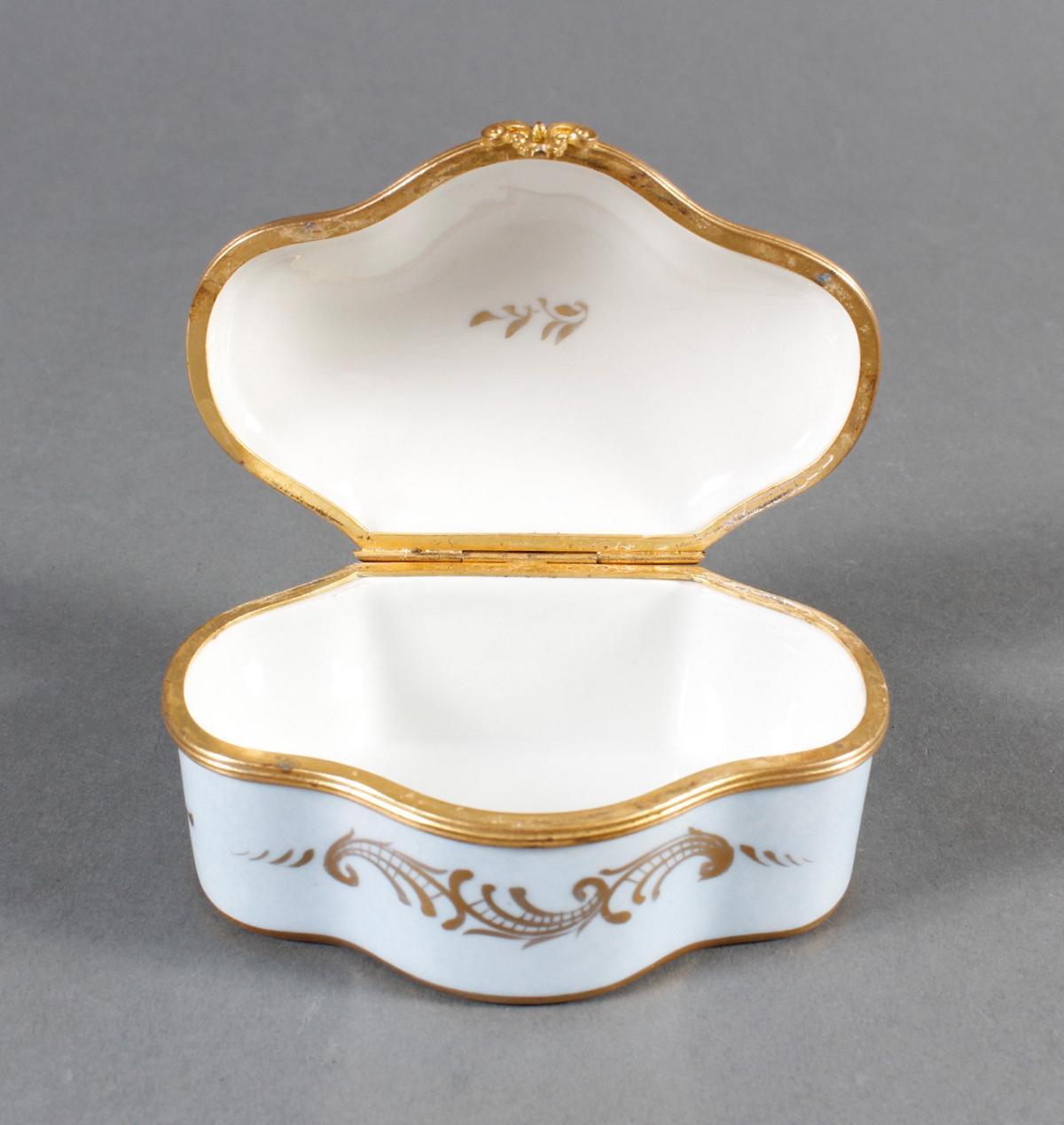 Limoges Frankreich, Handbemalte Porzellan-Pillendose, 1. Hälfte 20. Jahrhundert-2