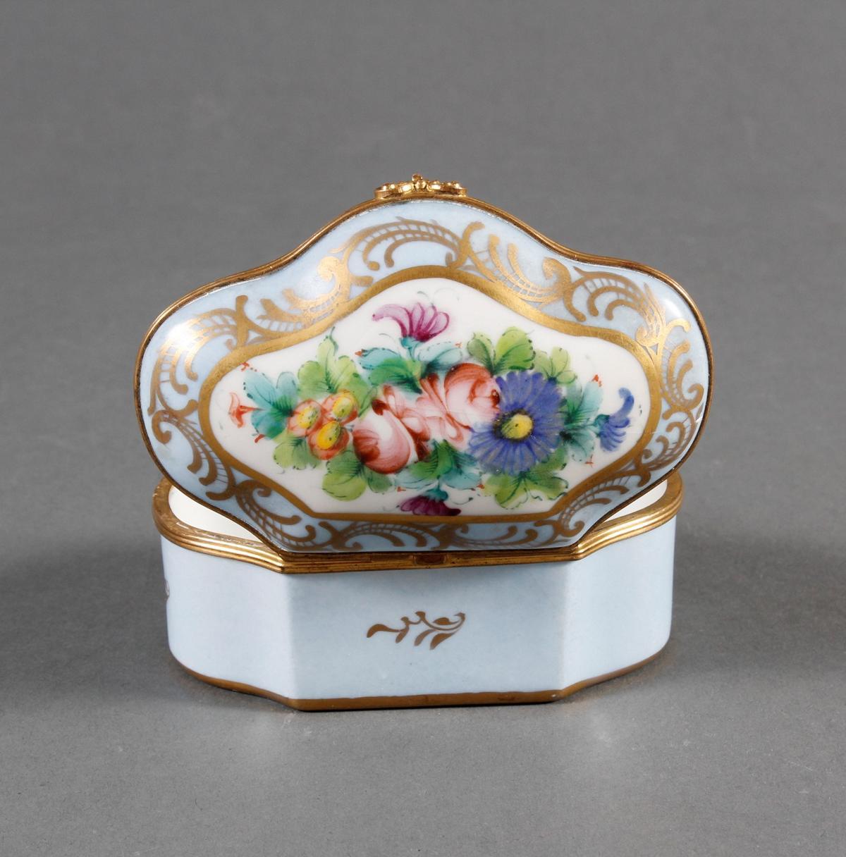 Limoges Frankreich, Handbemalte Porzellan-Pillendose, 1. Hälfte 20. Jahrhundert-3
