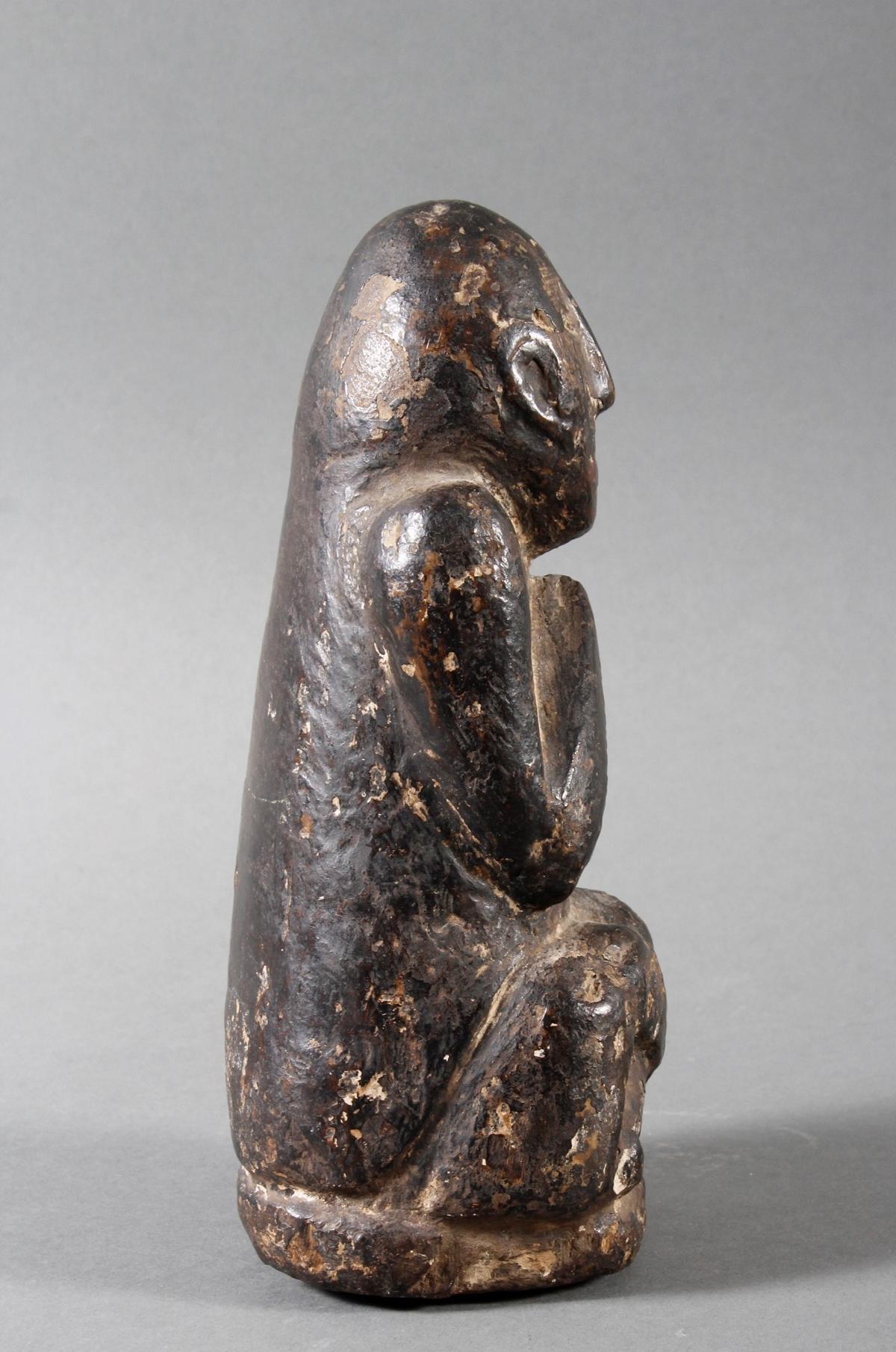 Steinskulptur eines betenden Quell-Geistes, Nepal 19. / 20. Jahrhundert-3