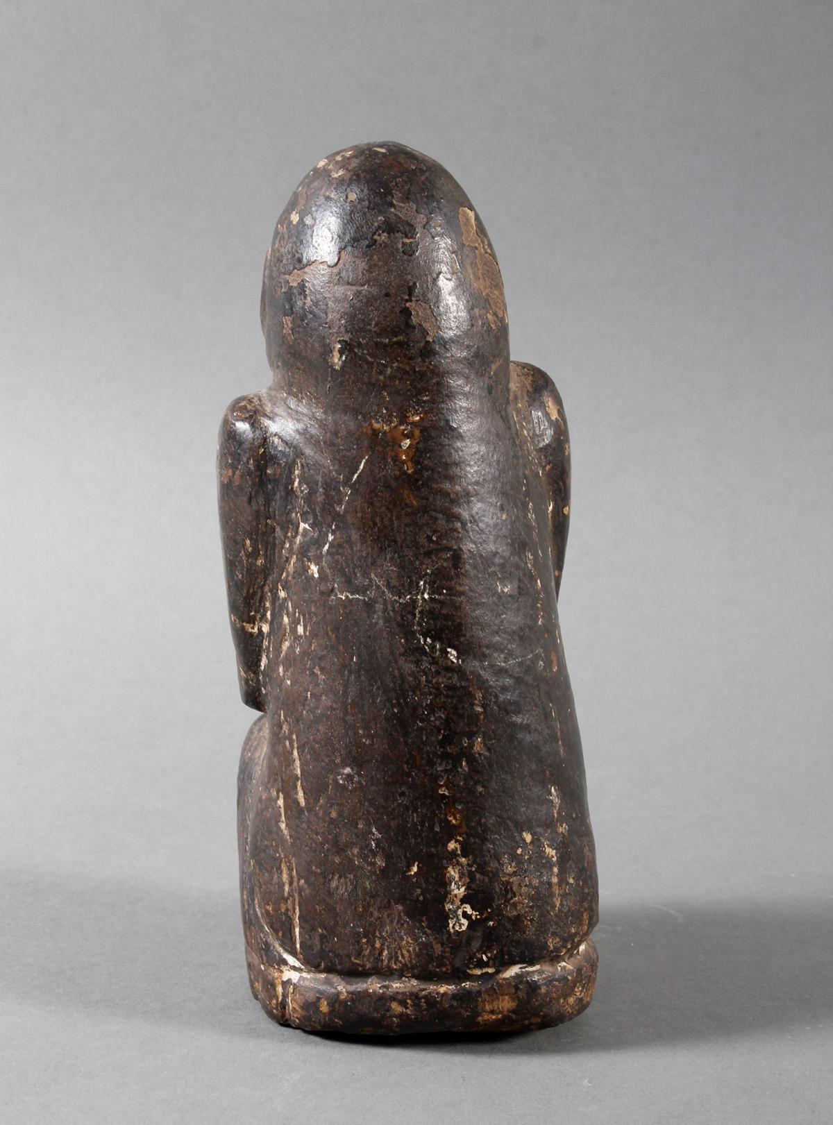 Steinskulptur eines betenden Quell-Geistes, Nepal 19. / 20. Jahrhundert-4