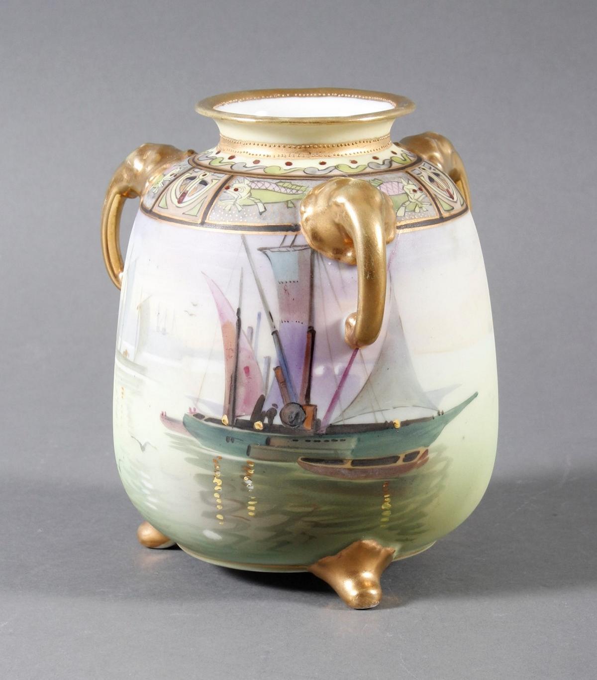 Dreihenkel-Porzellanvase, Nippon Porzellan um 1910