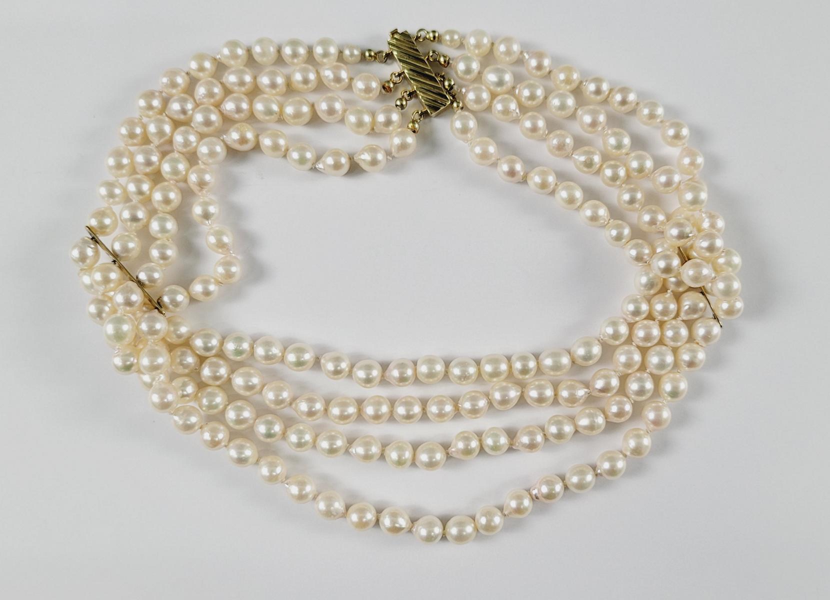 Perlencollier mit 14 Karat Gelbgoldschließe