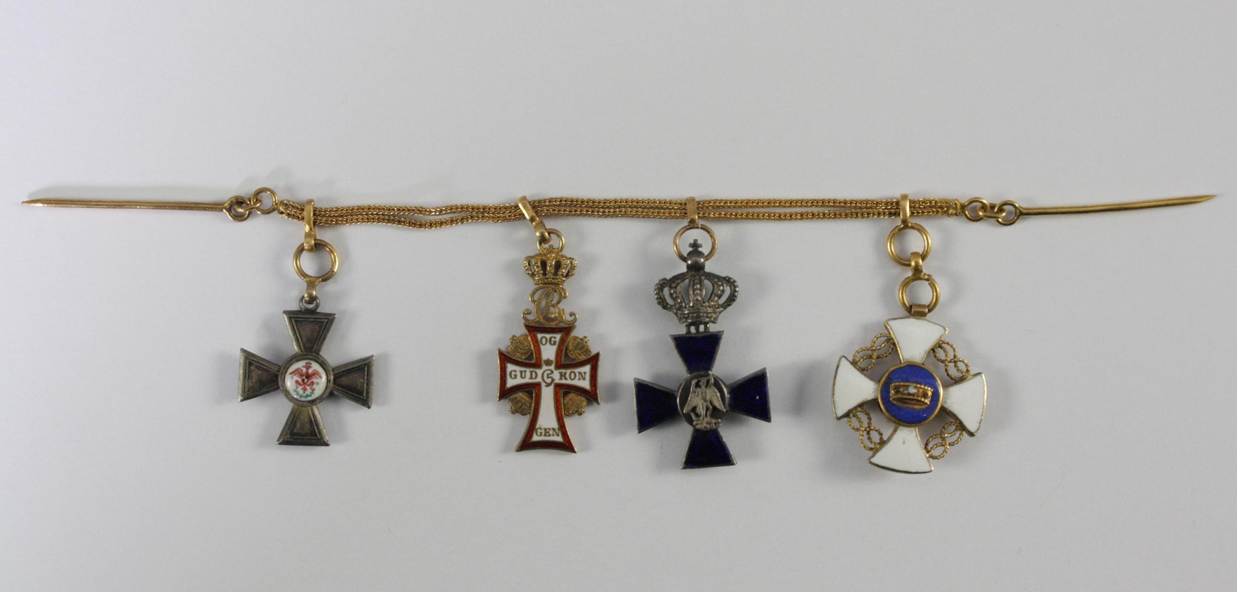 Kleine Ordensspange / -kette mit 4 Miniaturorden