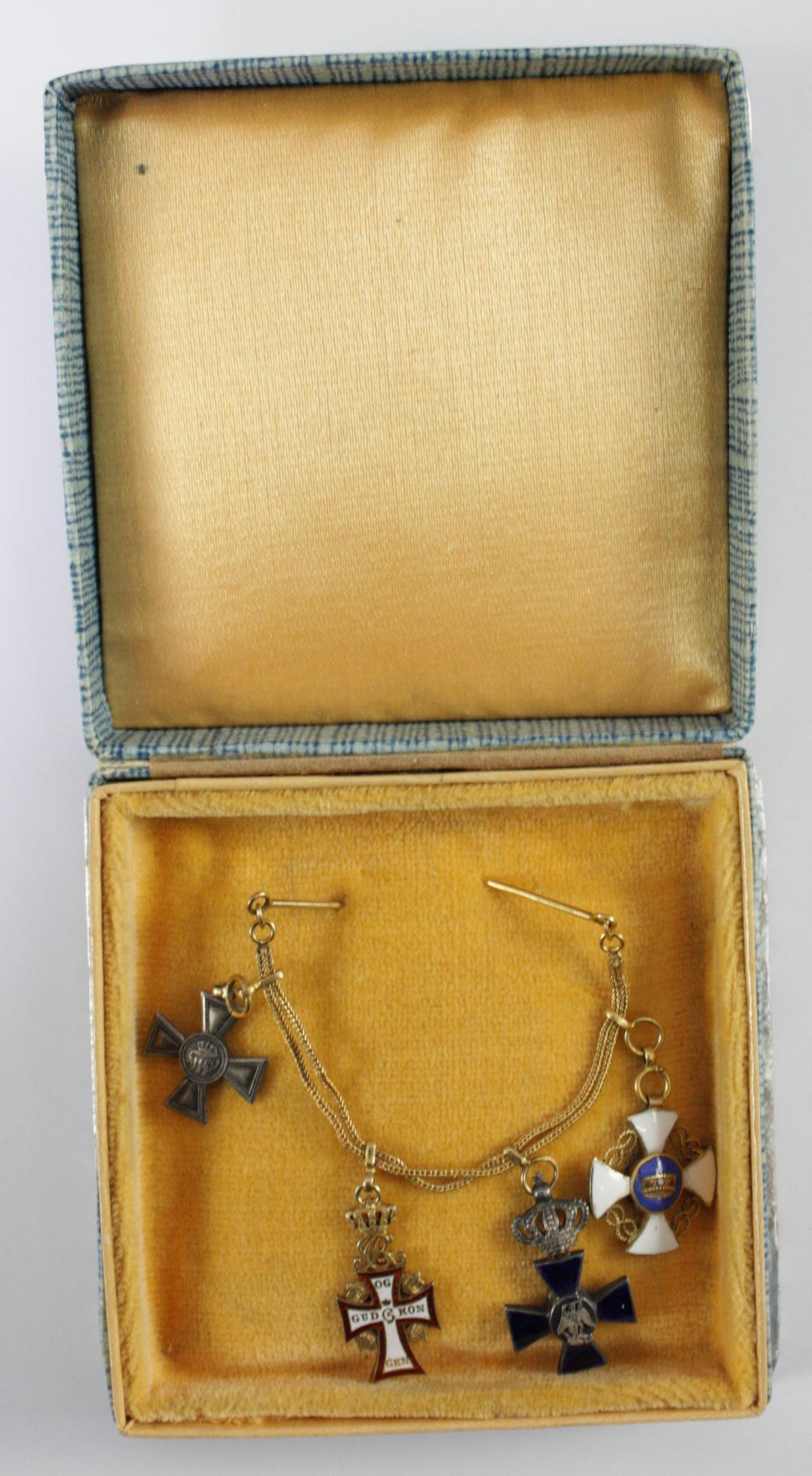 Kleine Ordensspange / -kette mit 4 Miniaturorden-3