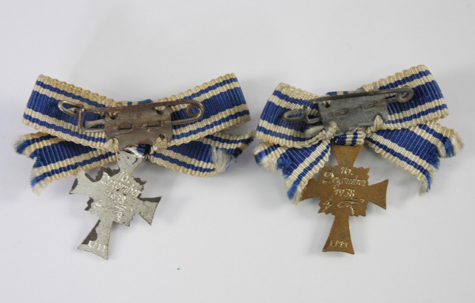 2 Miniaturen Mutterkreuz, Silber und Bronze-2