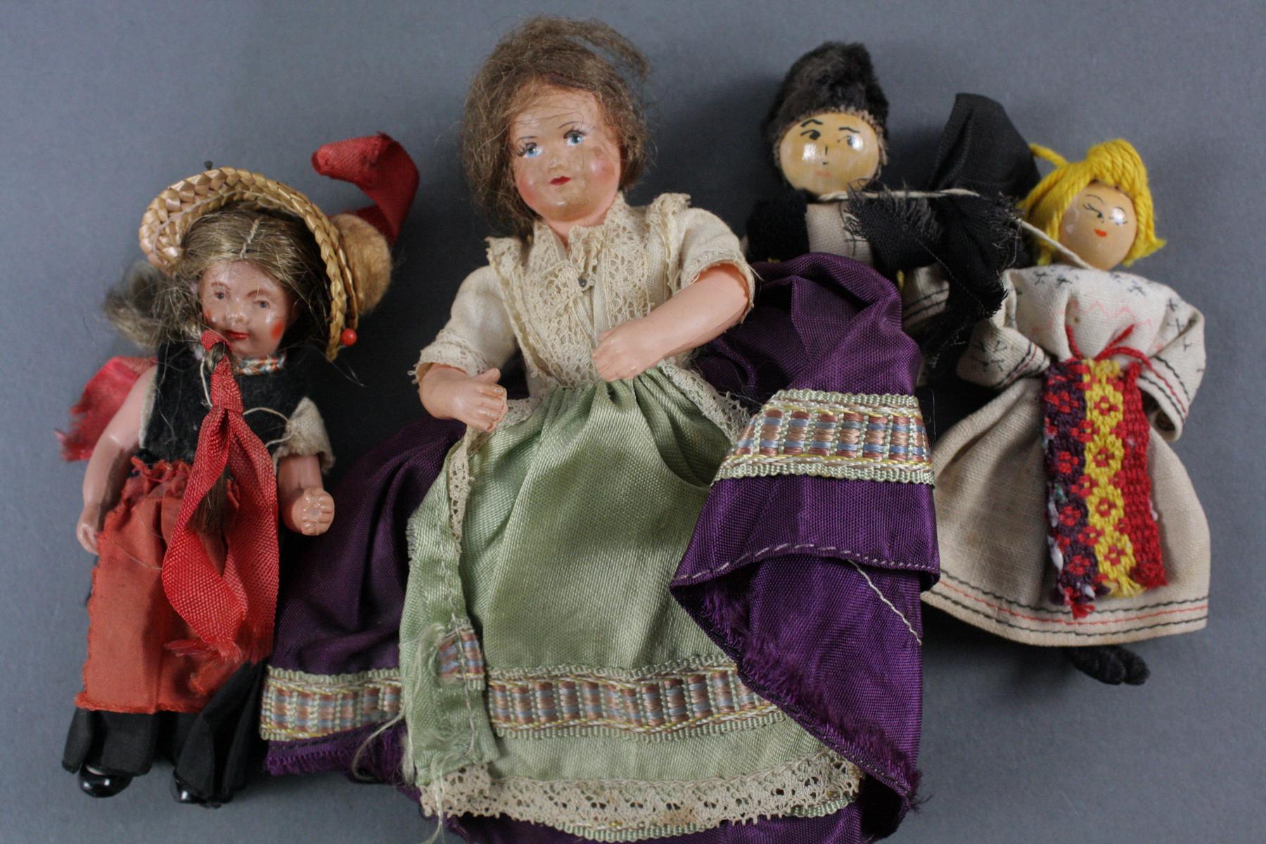 12 sehr alte Puppen, 1. Hälfte 20. Jahrhundert oder älter-12