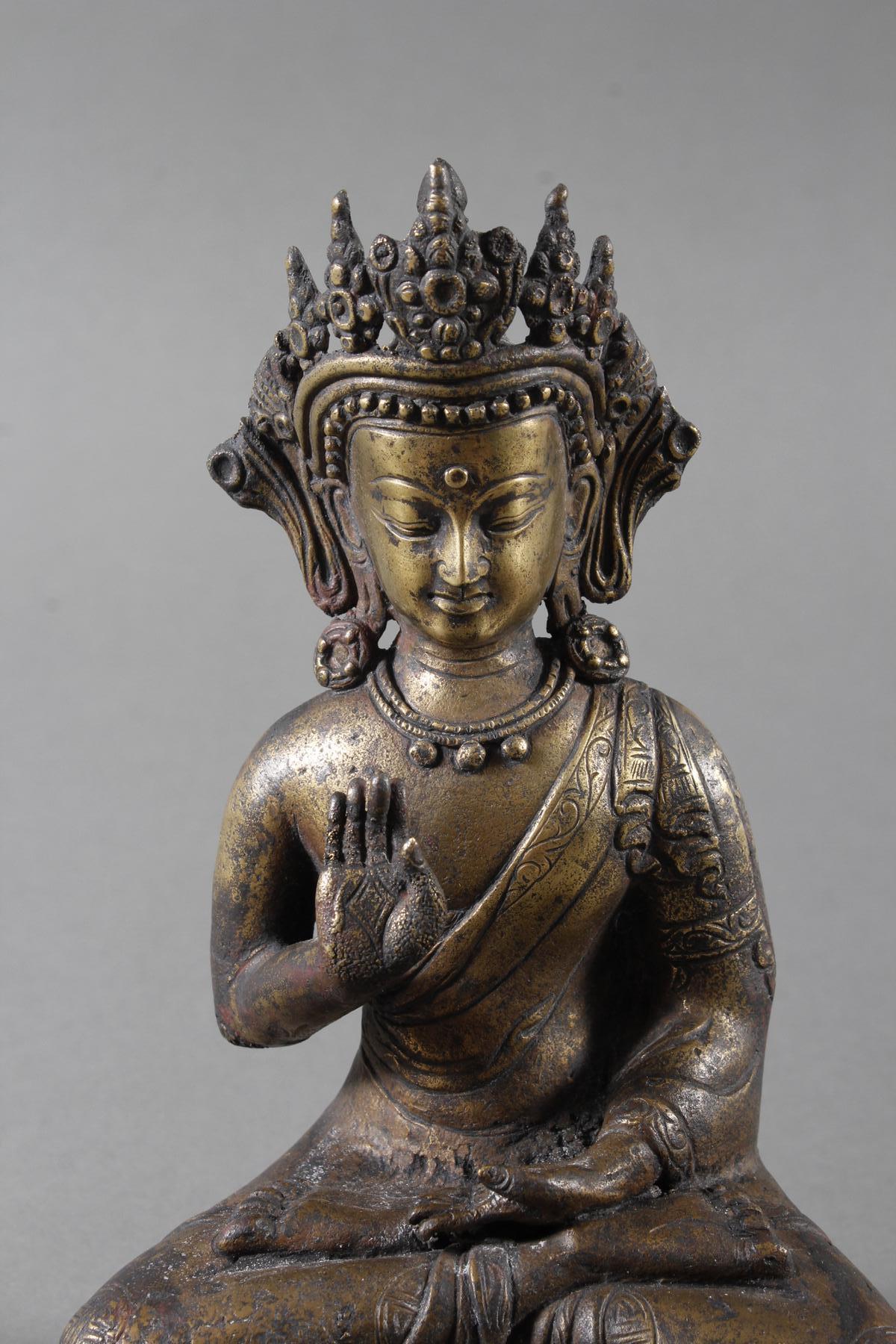 Bronze des Buddha in Schutz gewährender Haltung auf Doppel Lotos sitzend, Tibet 18. Jahrhundert-2