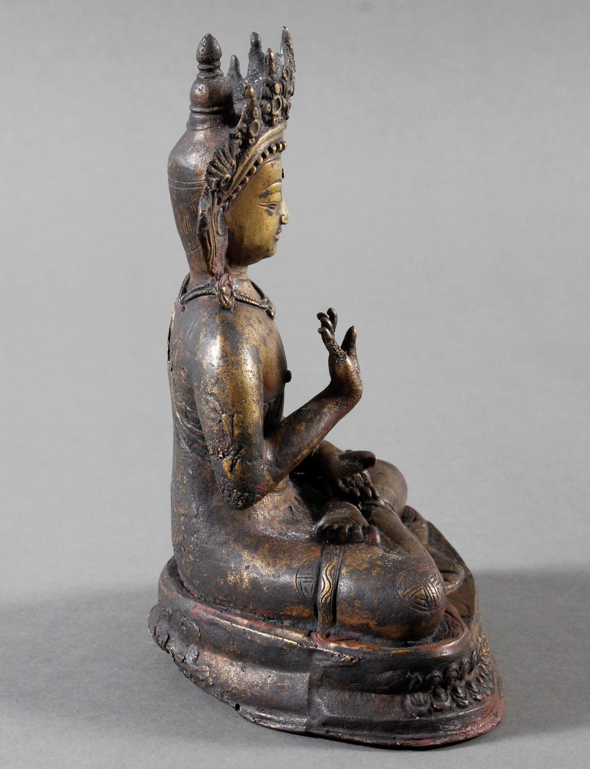 Bronze des Buddha in Schutz gewährender Haltung auf Doppel Lotos sitzend, Tibet 18. Jahrhundert-3