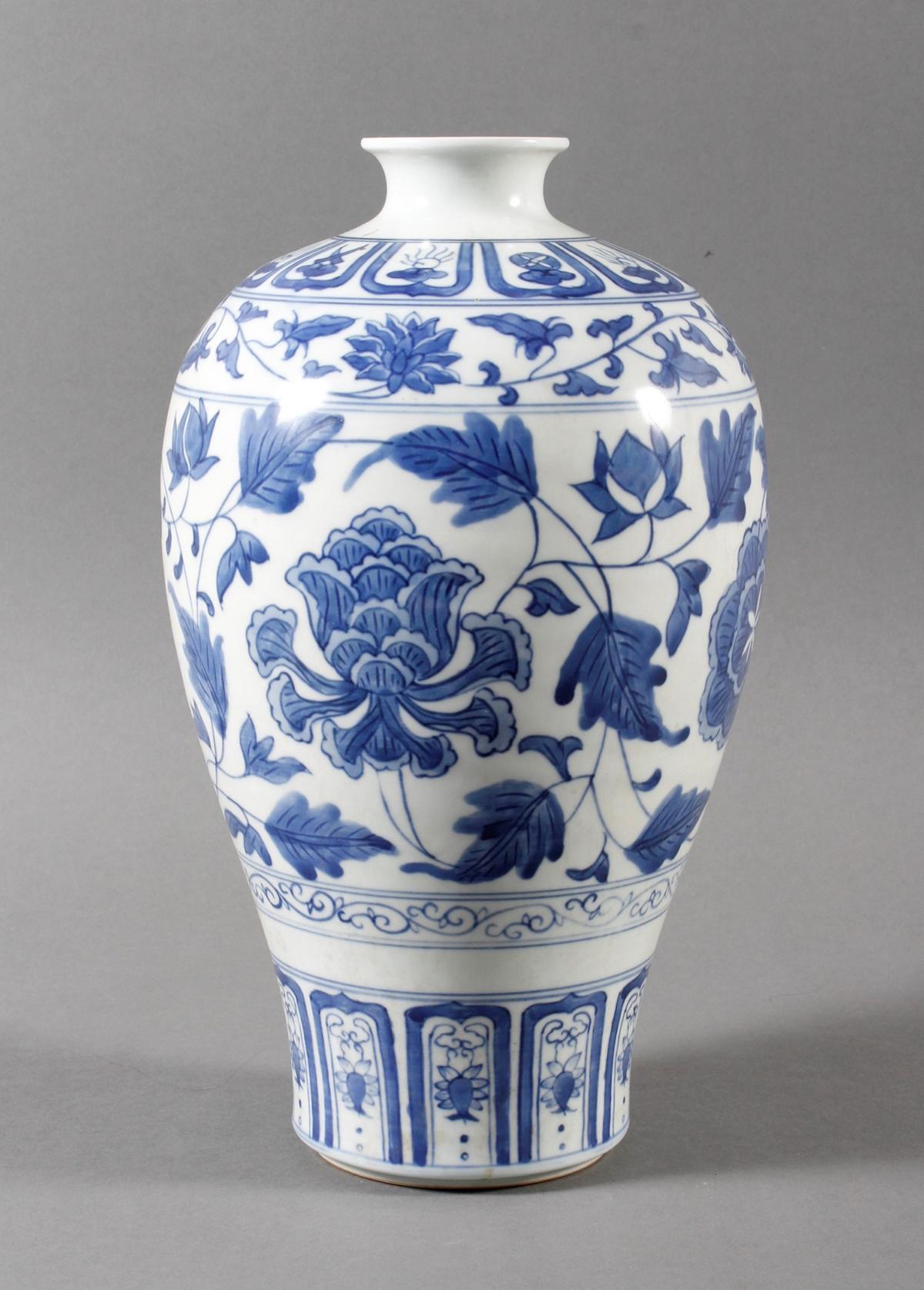 """Blau-Weiß- Porzellan Ziervase """"Meiping"""", China, Thung-chih 1862-1874 gemarkt"""