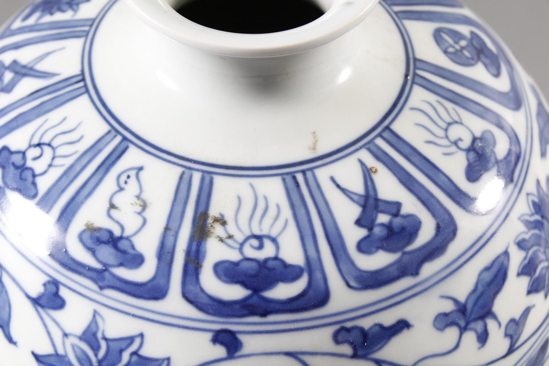 """Blau-Weiß- Porzellan Ziervase """"Meiping"""", China, Thung-chih 1862-1874 gemarkt-8"""
