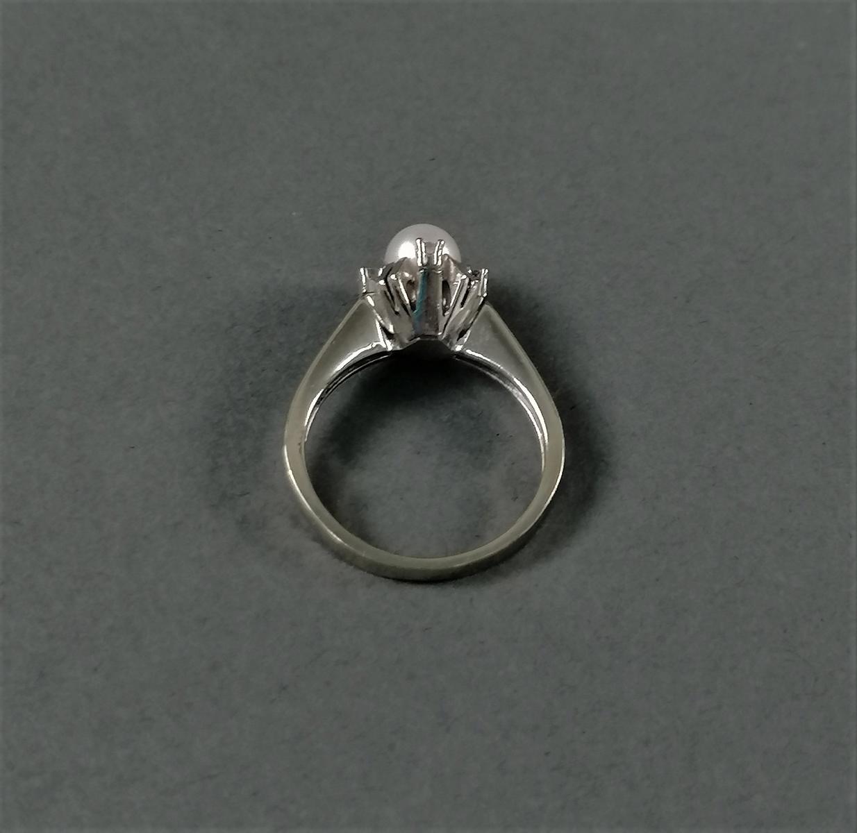 14 Karat Weißgoldring mit Perle und Diamanten-3