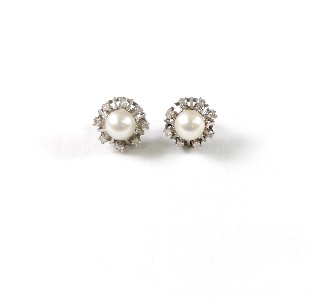 18 Karat Weißgold Ohrstecker mit Diamanten und Perlen
