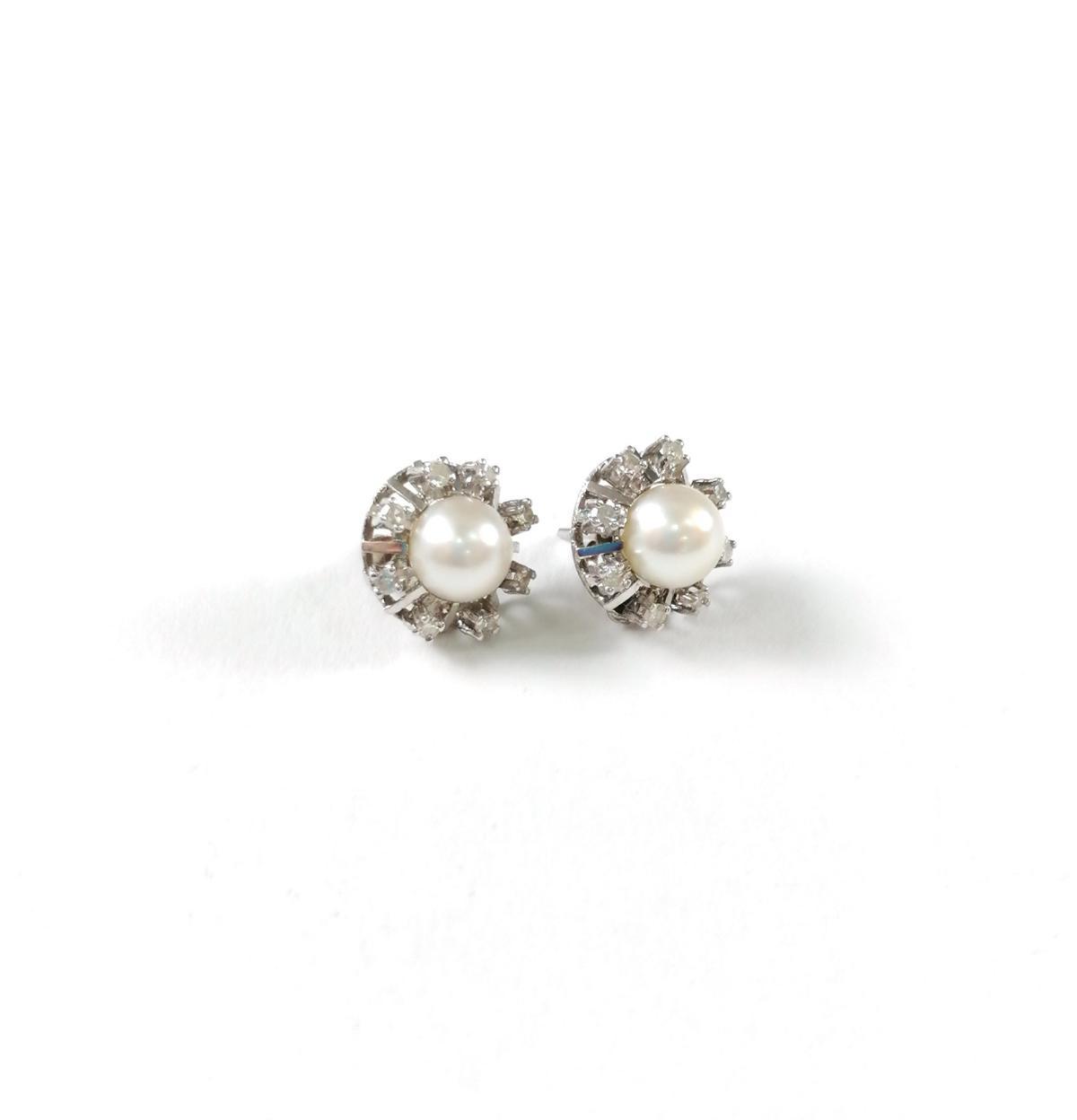 18 Karat Weißgold Ohrstecker mit Diamanten und Perlen-2