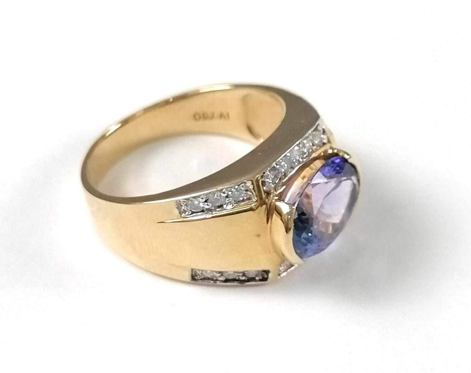 18 Karat Gelbgoldring mit Diamanten und großem Saphir-2