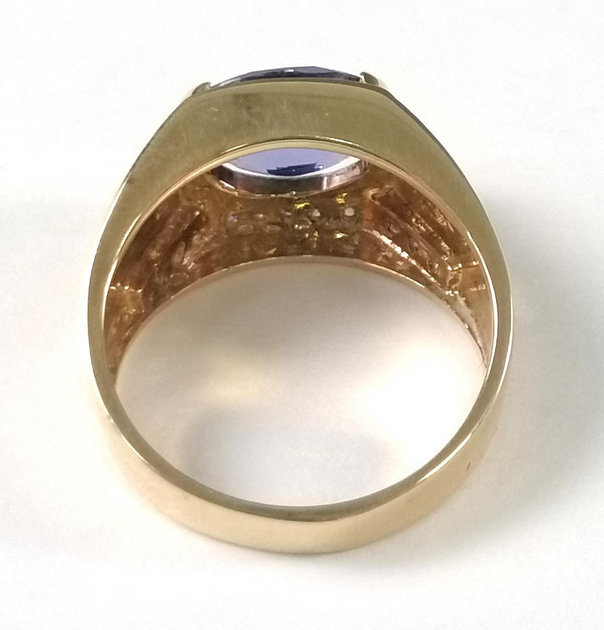18 Karat Gelbgoldring mit Diamanten und großem Saphir-3