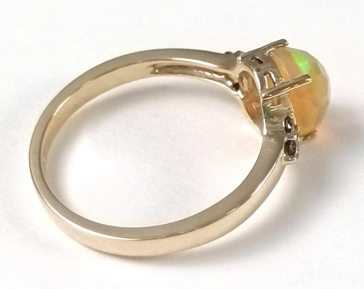 14 Karat Gelbgoldring mit facettiertem Opal und Diamanten-3
