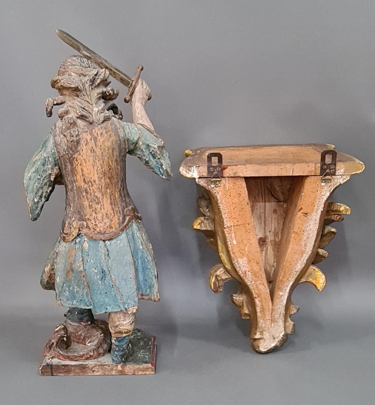 Holzskulptur Erzengel Michael mit Sockel, Süddeutsch um 1800,-4
