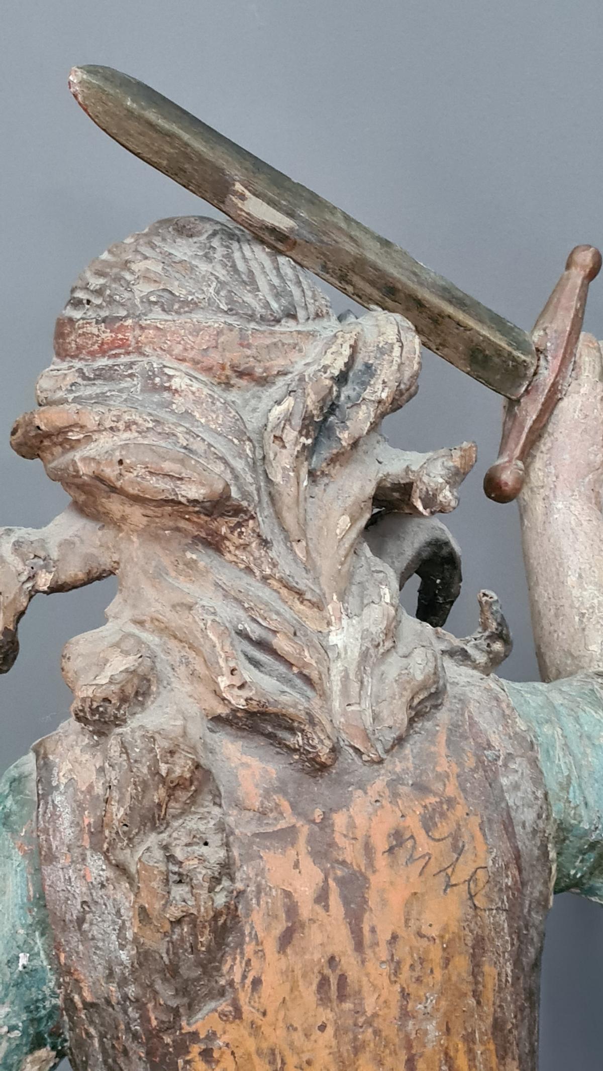 Holzskulptur Erzengel Michael mit Sockel, Süddeutsch um 1800,-5