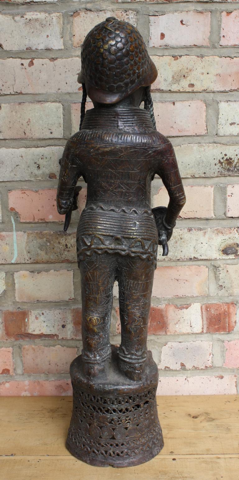 Würdenträger Bronzefigur, Benin, 1. Hälfte 20. Jh.-3