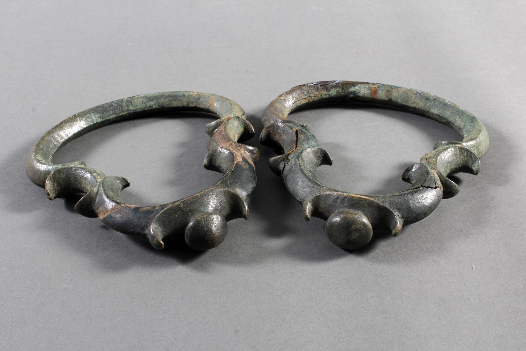 2 Glücksbringersymbole aus Bronze, Angkor 12./13. Jahrhunder-2