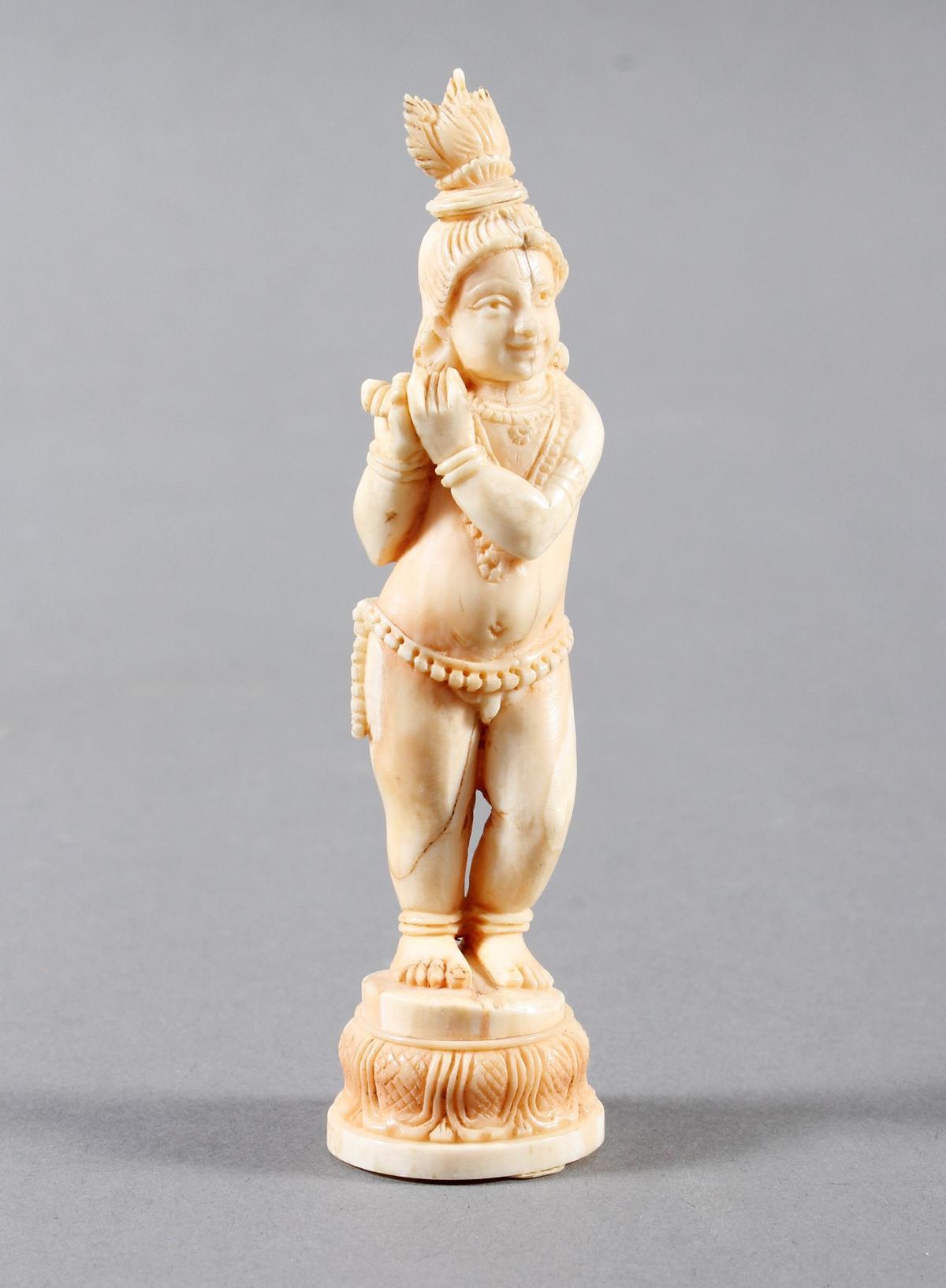 Elfenbein Buddha als Flöte spielendes Kind, Tibet wohl 18. Jahrhundert